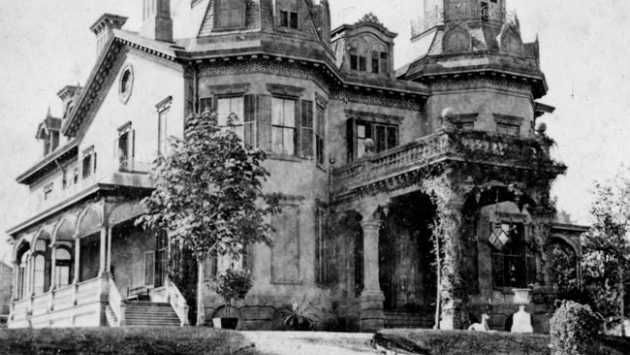 In the 1870s, under new owner Robert Johnson, the first round of renovations to the mansion took place, bringing a French Empire style.